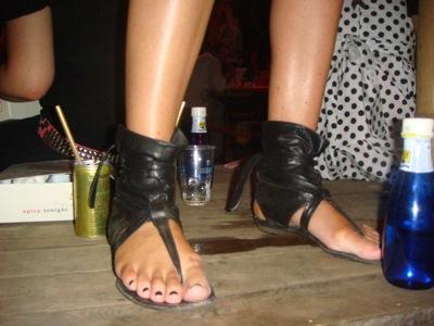 zapatosV.jpg