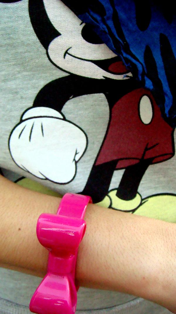 Mickey Mouse y lazo rosa (Lisboa)