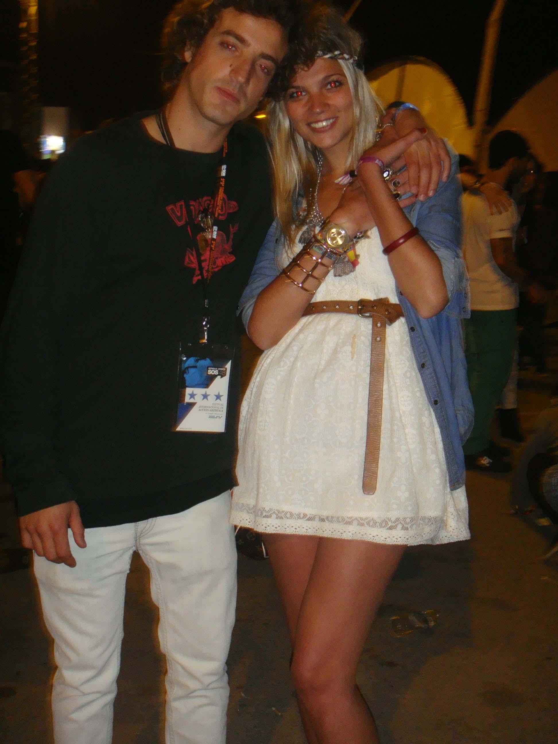 Couple white dress (SOS Murcia)