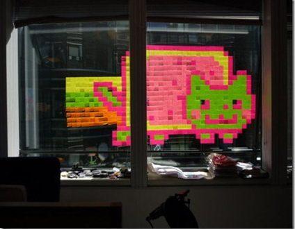 Post-its para crear obras de arte de varios pisos