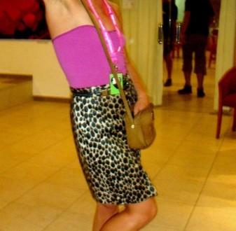 Rosa + falda tubo print animal + botines con flecos (Ibiza)