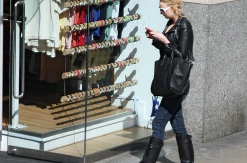 Shopping girl (London)