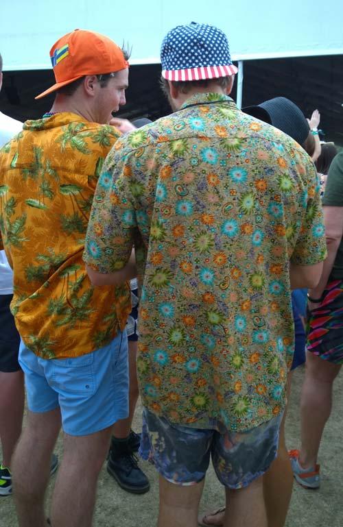 Los Hawaianos con gorras (Coachella)