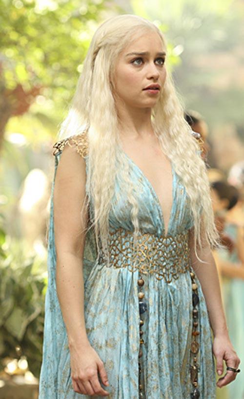 Daenerys-Targaryen-Season-2-daenerys-targaryen-30706317-275-450