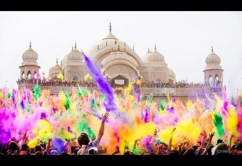 Festival del color en el templo de krishna