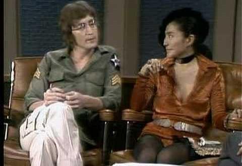 La ropa que llevaba Lennon en su último día entra en una galería de NY