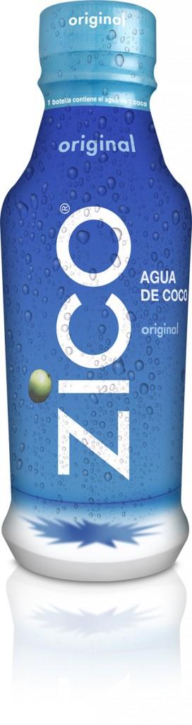 Beber agua de cocos verdes