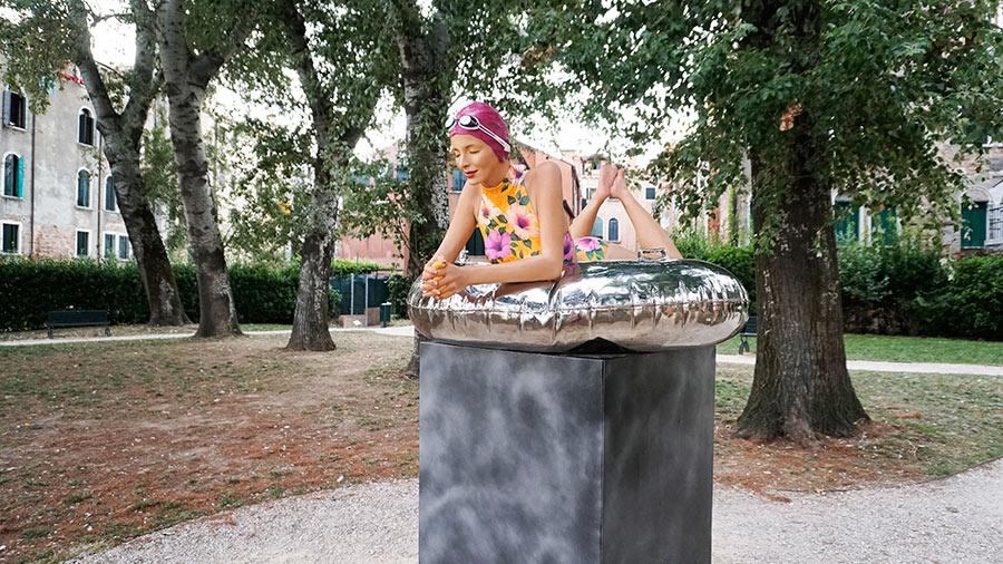 Carole A.Feuerman escultura hiperrealista Bienal de Venecia