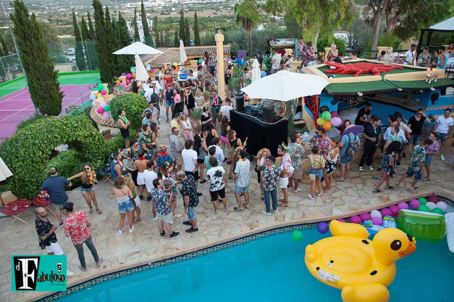 fabuloso pool party