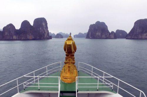 Viajar entre miles de islas en Halong Bay, Vietnam