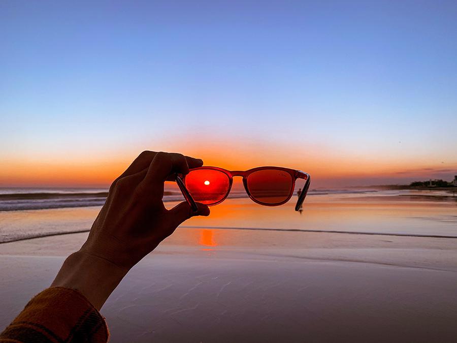 Tres marcas de gafas de sol que nos entran por los ojos