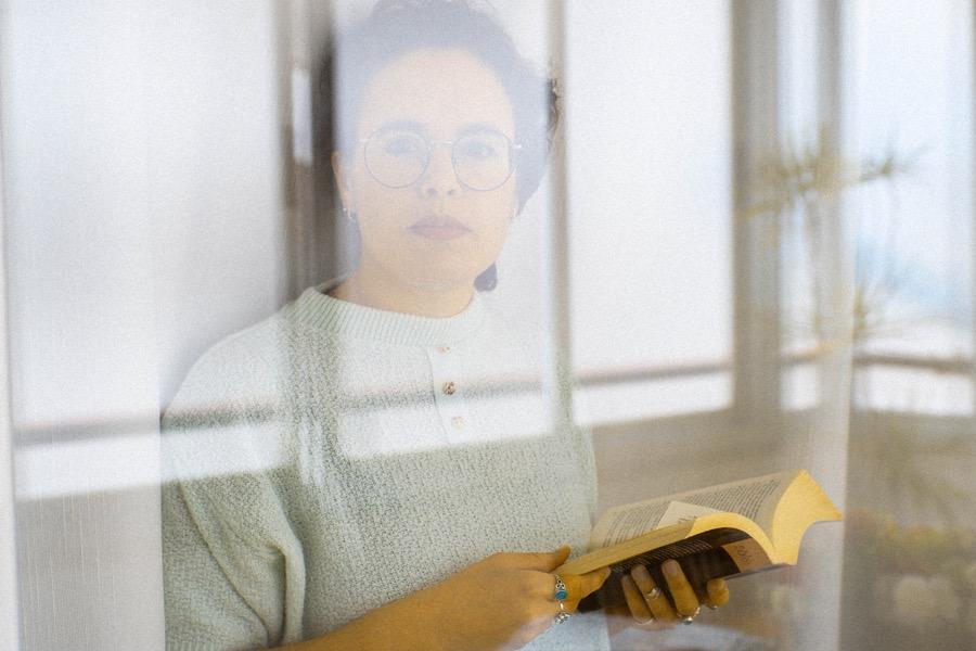 «El volver de los peces», el primer libro de poemas de Irene Alba