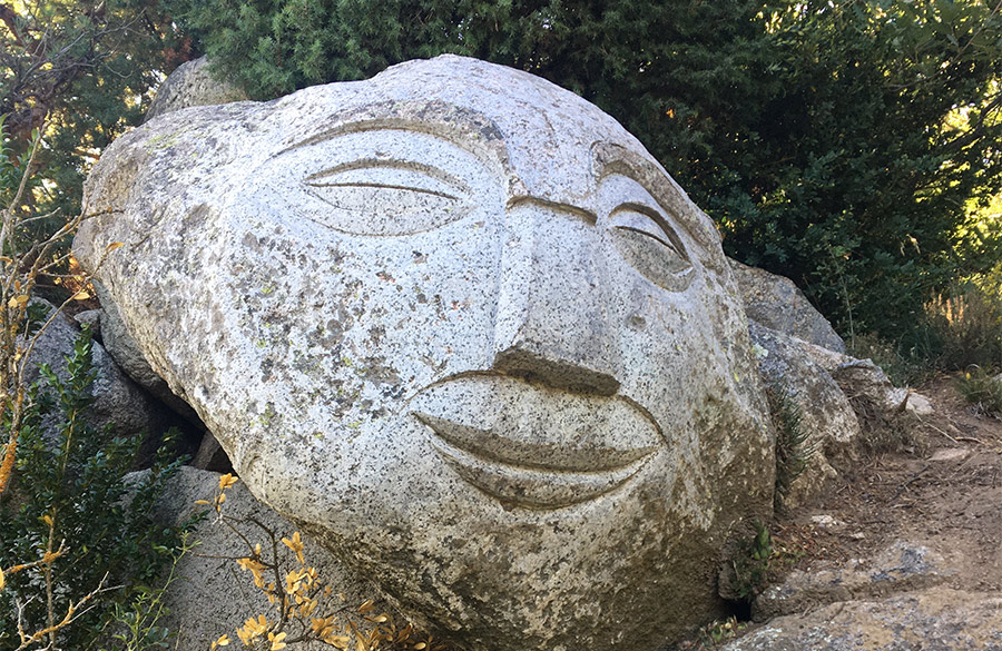 Rocaviva, un laberinto de esculturas de Kliment Olm